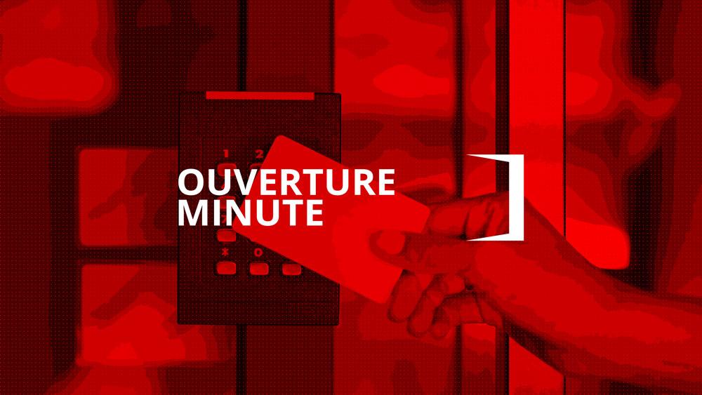 Ouverture d'une porte sécurisée par contrôle d'accès avec une carte électronique